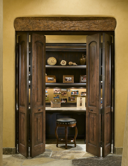 Traditional Small Home Office Design
